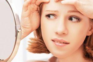 Qué causa el acné en los adolescentes