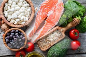 Comer ciertos alimentos puede ayudar a aliviar la sangre gruesa