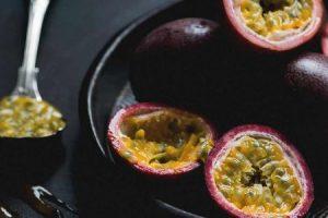 Cuáles son los beneficios de la fruta de la pasión y cómo comerla