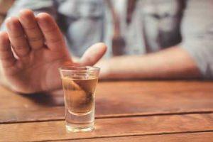 El alcohol puede causar dolor en los riñones