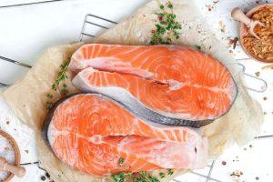 Por qué comer salmón es beneficioso Beneficios de comer salmón en la salud y la piel