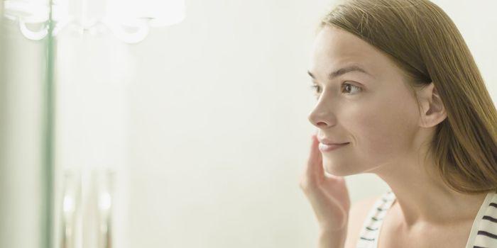 Cómo se puede tratar el acné adulto