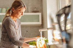 Dieta de osteopenia para mujeres alimentos para comer y alimentos para evitar