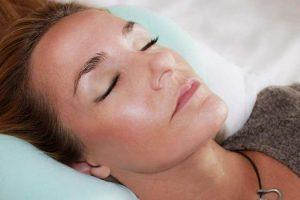 La falta de sueño puede causar acné