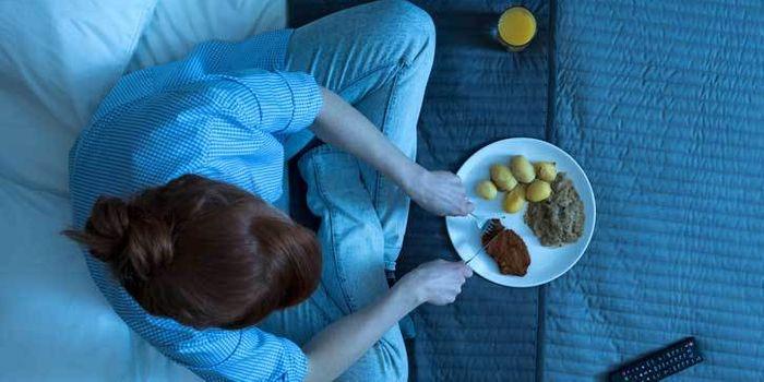 Por qué tenemos hambre en la mañana cuando comemos tarde en la noche