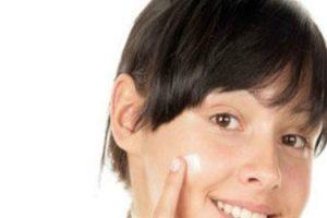 Tratar las espinillas con estos 27 remedios caseros simples