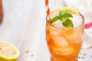 Bebidas con infusiones de frutas que puedes tomar en el camino