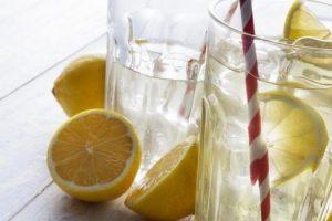 Beneficios para la salud de limón en su agua