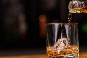 Colocando el alcohol en una dieta ceto