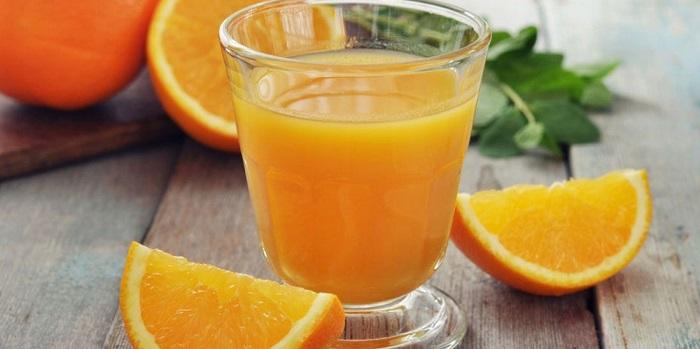 El jugo de naranja es bueno para los cálculos renales