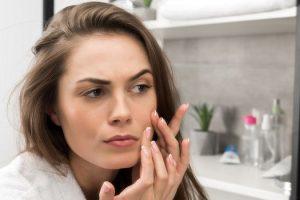 Puede el acné causar depresión